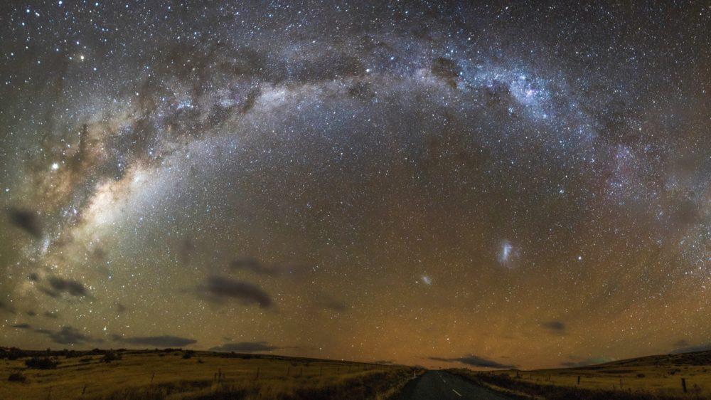 天の川のパノラマ写真