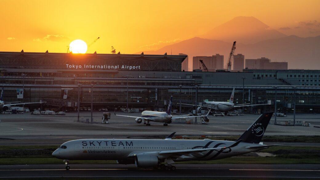 羽田空港の夕日